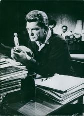A photo of Jean Marais is talking to a woman in his palm in the film.