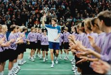The honors of Thomas Enqvist during the prize ceremony almost got hold of the lift.