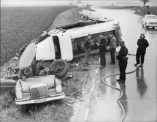The physician Dr. Bertil Larwik was killed when he collided with a tanker truck near Östragård in Skåne. The devastation was great at the accident site.