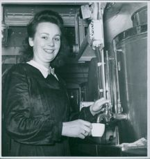 Anna Porsborg filling the cup of tea