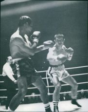 Kim defends his championship against Harrington, 1967.