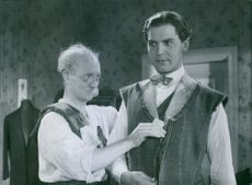 A scene from the film Kvartetten som sprängdes (The quartet that blew up) with Helge Hagerman, 1936.