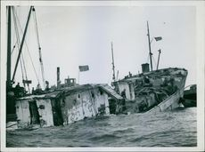 A shipwreck in Sweden during wartime.
