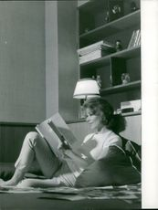 Irina Demich reading book.