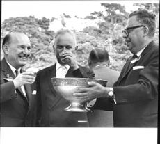 Henrik Beer and the governor Martin Wahlbäck are invited to a bonfire from a silver bowl by Einar W. Hjorth at The Bading Friends' 150th Anniversary