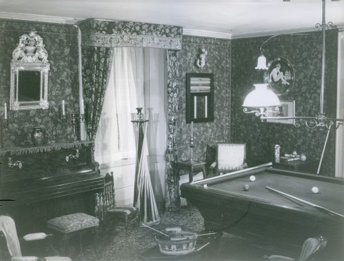 Photo of a entertainment room.
