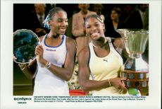 Serena Williams (th) won the tennis match against Sister Venus during the Grand Slam Cup.