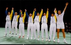 The tennis team after the victory against the United States, semifinal