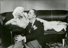 """Actors Jean Harlow and William Powell in the movie """"Hearts in Trump"""""""