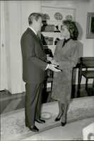 US President Ronald Reagan welcomes Miss America Vanessa Williams in the White House