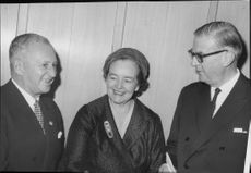 Shipwright Sven Salén, Mrs Margit Levinson and Director General Arthur Engel