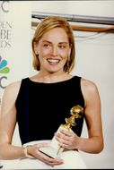 "Sharon Stone with his Golden Globes Award from the Hollywood Foreign Press Association for his role in the movie ""Casino"""