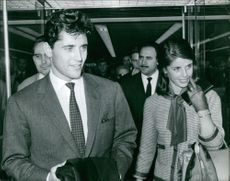Sacha Distel walking with his wife.