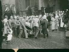 Officers carry the coffin into the Liebfrauen church