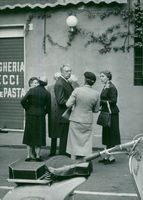 The Swedish royal couple together with Queen Ingrid of Denmark outside a restaurant in Rome