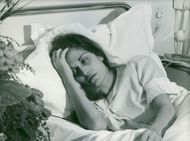 Dalida looking sickly while lying on her hospital bed.