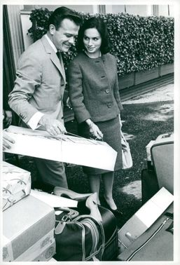 Gunnar Hellström with her fiancé Pamela Browne and her luggage outside the Grand Hotel