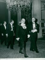King Gustaf Adolf proves the Chamber of Commerce. Here along with Sir Cullum Welch, followed by Prince Philip and Sir David Eccles