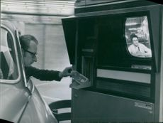 """Television and intercom: this is the first """"Auto-Bank of Paris"""""""