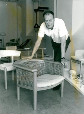 Björn Hultén among his chairs from different vintage years