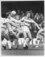 Andy King and David Hunt are fighting for the ball