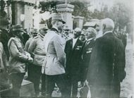 Soldiers standing while talking the officer in the street during Tyskland war.