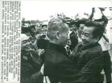 Prince Norodom Sihanouk t.h. welcomed by Ph?m Van Ð?ng on arrival at Hanoi