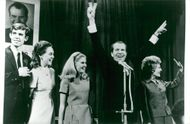 Richard Nixon has just won the presidential election and becomes the 37th president of the United States. For example, the son-in-law David, daughters Julie and Tricia, Richard Nixon and Mrs Pat