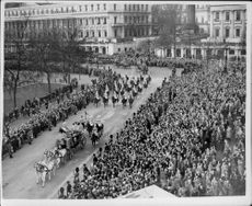 The state opening of the English Parliament. Image: The procession that originated from the Citadel, heading towards the British upper house.