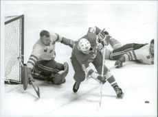 """Leif """"Honken"""" Holmquist in the Swedish hockey goal during the match Sweden - Canada during the Winter Olympics in 1968"""