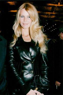 """Claudia Schiffer at the premiere of the film """"The Husband on the Roof"""" on the Champs Elysees"""