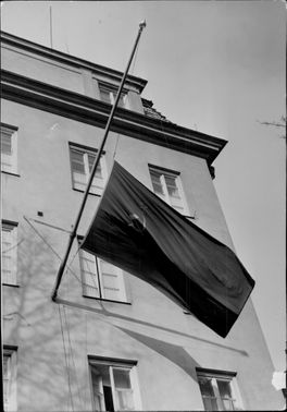 The Red Soviet flag was sent on a half-pole on the Russian embassy building at Villagatan