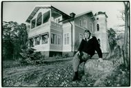 Swedish composer, sound artist, composer and director Ralph Lundsten outside his house in Saltsjö-Boo.