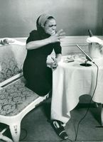 Eartha Kitt in the press conference at the hotel