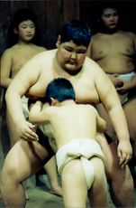 7-year-old Yokohara Takehiro wrestles against 14-year-old schoolmates weighing 140 kilos.