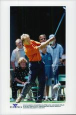 Golf player Per-Ulrik Johansson is recording the first hole during the US Masters 1997