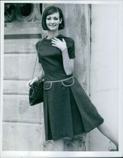 A model carrying her purse. 1962.