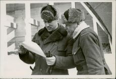 Two soldiers reading a letter.