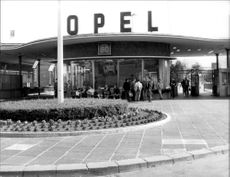 Entrance to the Opel factory in Rüsseldheim.