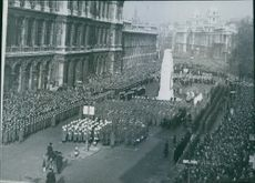 A general view of the service at the Cenotaph during the two minutes silence for dead of two war during the Armistice day. Photo taken on November 11, 1945.