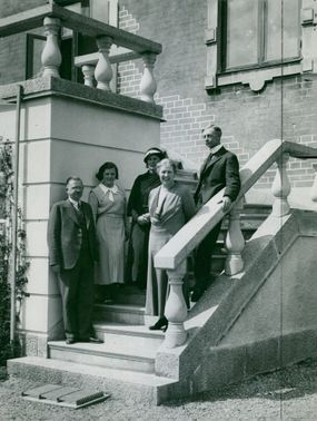 Bishop with family on the stairs outside Biskopsgården in Strängnäs in 1933.