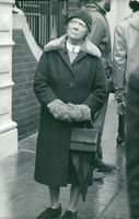Woman standing in street at time of Winston Churchill´s illness