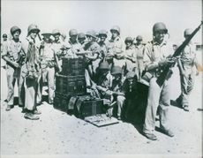 Strong contingent of U.S. troops reinforces British in Middle East.  - 1942