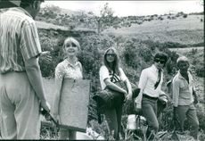 """Director Robert Ellis Miller explains a point to his four young stars, Jane Asher (Margaret), Leigh-Taylor Young (Manny), Hywel Bennet (France) and Sven-Bertil Taube (Fred) prior to shooting a scene in """"The Buttercup Chain."""""""