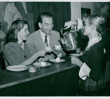 Ingrid Thulin serves coffee to Lauritz Falk and Maj-Britt Nilsson during the break of rolling collision at the Vasateatern