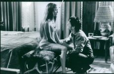 Sean Penn and Jennifer Lopez in one of the scenes of the film, U Turn.
