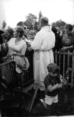 Pope Paul VI among people.