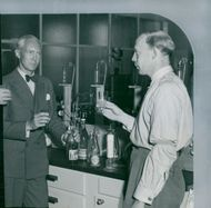 Senior engineer Rolf Steenhoff and civil engineer Ebbe Sandström with a freshly bottled bottle from the Pharmacy laboratory