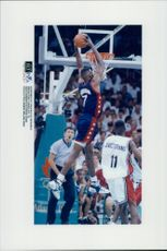 USA - Angola: David Robinson makes another goal