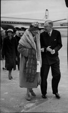 King Gustaf Adolf and Queen Louise receive Lady Patricia Ramsay at Arlanda